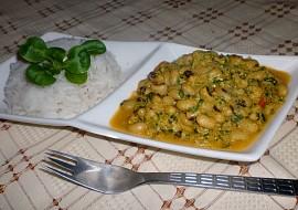 Indická kuchyně  jihoindické thakkali payaru curry (černooké fazolky)