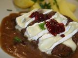 Hovězí plátky s taveným Hermelínem v brusinkové omáčce recept ...