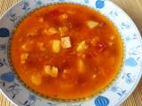 Bramborová polévka s červenou řepou a farmářskou slaninou ...