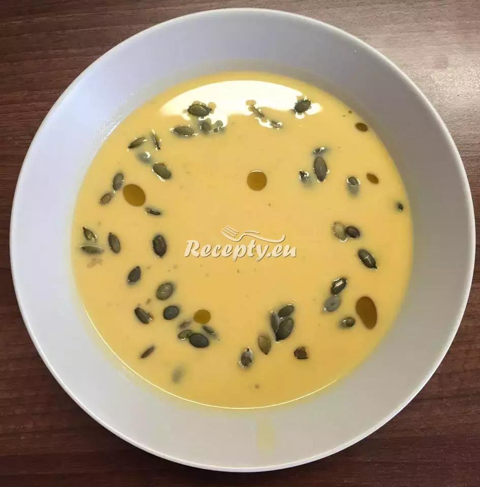 Krémová polévka z máslové dýně recept  polévky