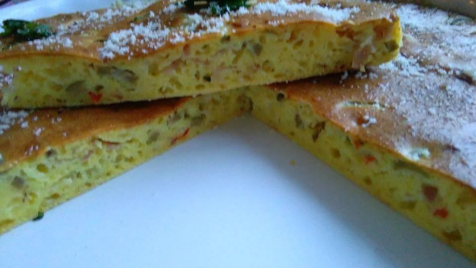 Olivový koláč s uzeným sýrem a slaninou recept