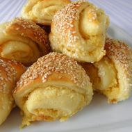 Česnekové zámotky se sýrem recept