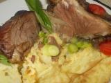 Jehněčí na česneku a bylinkách, se zapečeným bramborovým pyré ...