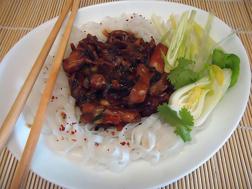 Asijské pikantní kuřecí nudličky. recept