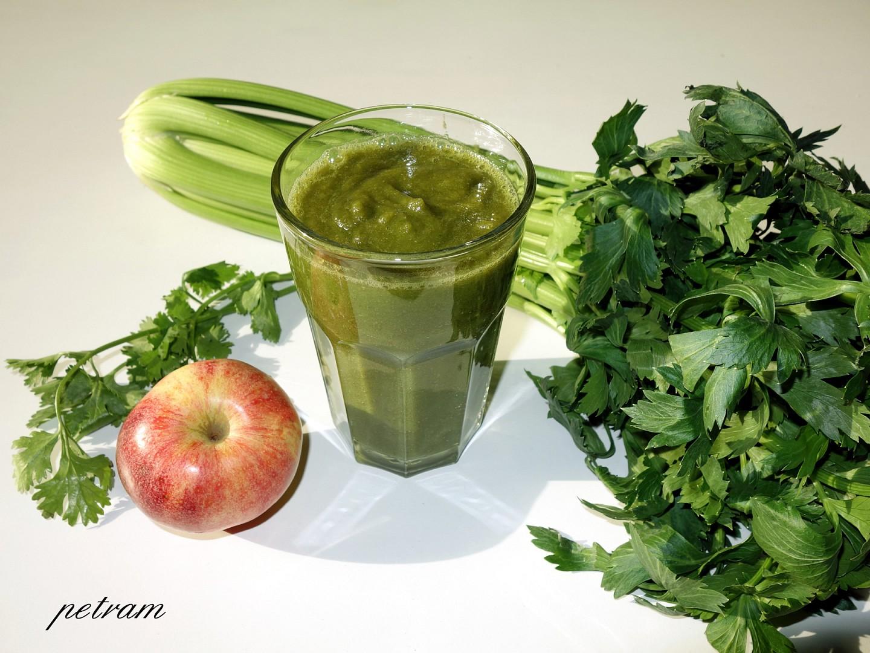 Detoxikační smoothie řapík-koriandr-zázvor-jablko recept ...
