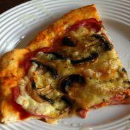 Šunková pizza se sýrem a žampiony recept