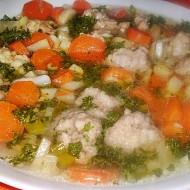 Jarní zeleninová polévka s knedlíčky z jehněčího masa se sýrem ...