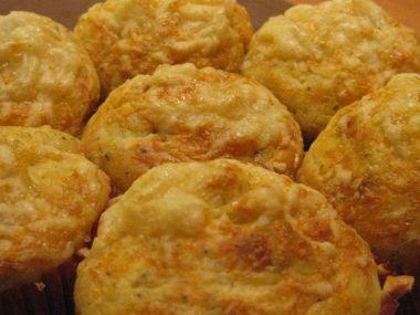Bramborové muffiny se slaninou a sýrem