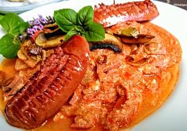 Barevná zeleninová směs z paprik, rajčat, žampionů a ředkviček (à ...