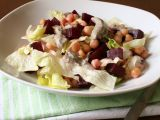 Cizrnový salát s houbovým tofu dresingem recept