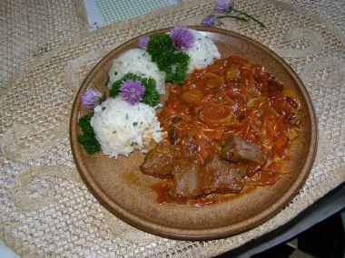Hovězí pečeně s pikantní zeleninovou směsí a bylinková rýže ...