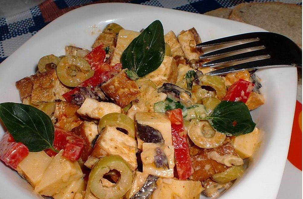 Tofu salát s olivami recept