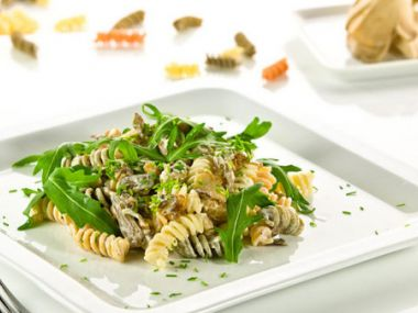 Těstovinový salát s hlívou ústřičnou a rukolou
