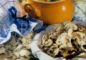 Bramboračka se sušenými houbami