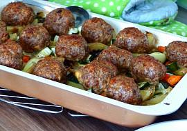 Masové koule s paprikou a bramborovo-zeleninovou přílohou z ...