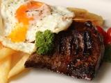 Biftek chudých s volským okem recept