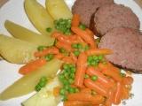 Hovězí sekaná s kořenovou zeleninou a baby karotkou. recept ...