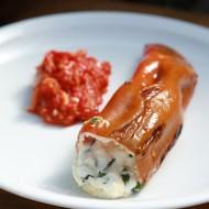 Papriky plněné kozím sýrem s rajčatovou salsou recept