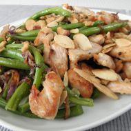 Krůtí kousky s fazolovými lusky a mandlemi recept