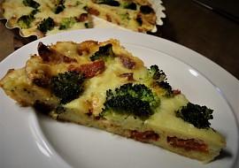 Sýrový koláč s klobásou a brokolicí recept