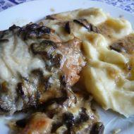 Kuřecí steaky zapečené s houbami a sýrem recept