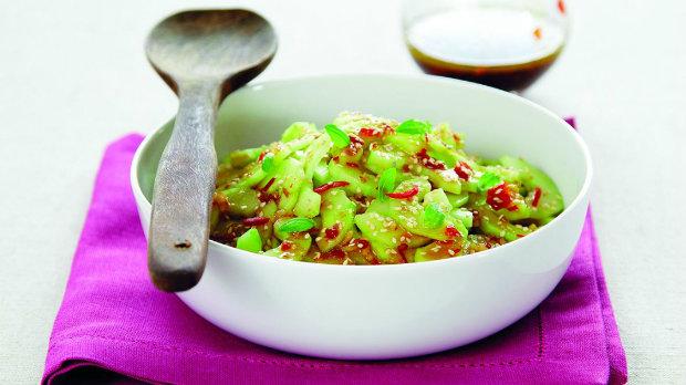 Thajský okurkový salát