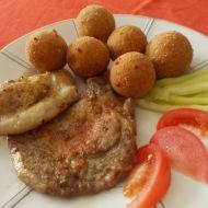Bifteky dvou barev se sýrovými kroketami recept