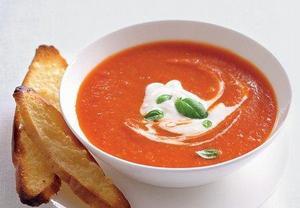 Úžasná hustá, krémová a lehce pikantní rajčatová polévka  Recepty ...
