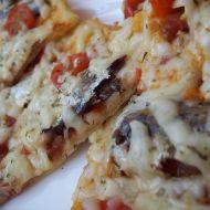Pizza s rybičkami a sýrem recept