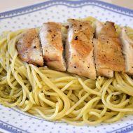 Grilovaná kuřecí prsa s bazalkovými špagetami recept