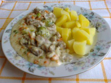 Vepřové maso se zeleninou a smetanou