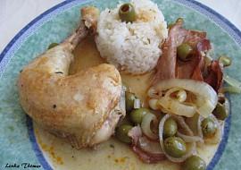 Kuřecí stehna dušená s olivami a slaninou recept
