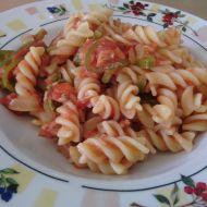 Těstoviny s paprikou, tuňákem a rajčaty recept