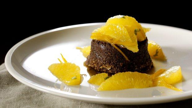 Čokoládový dortík s pomerančovým kompotem