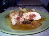 Pikantní kuřecí závitky s lehce zeleninovým sosem recept ...