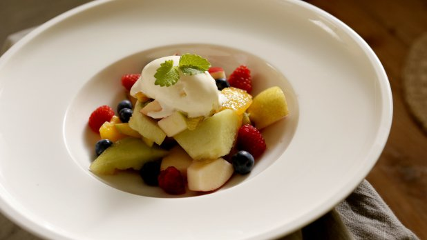 Ovocný salát s vanilkovou zmrzlinou
