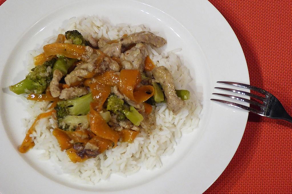 Vepřové nudličky s brokolicí a mrkví recept