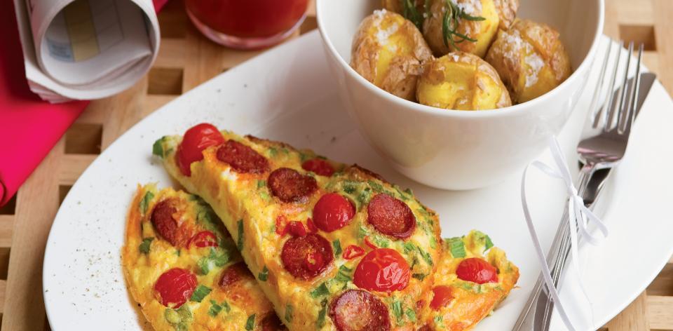 Vaječná omeleta s chorizem a rajčaty