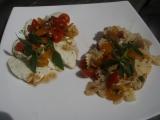 Rajčatový salát k mozzarele nebo s těstovinami recept  TopRecepty ...