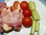 Grilované uzeniny se sýrem a slaninou recept