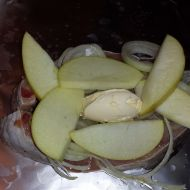 Kapr s jablky recept