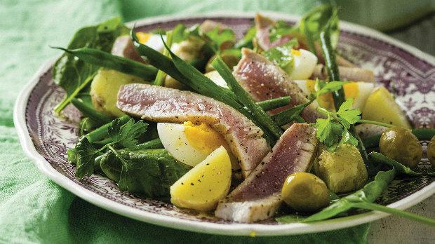Salát z čerstvého tuňáka
