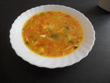 Mrkvová polévka s krupicí a vajíčkem