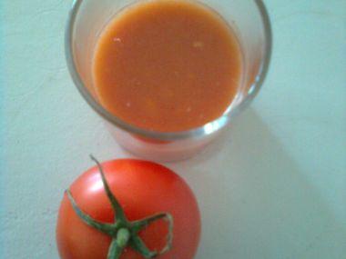 Studená polévka z rajčat.