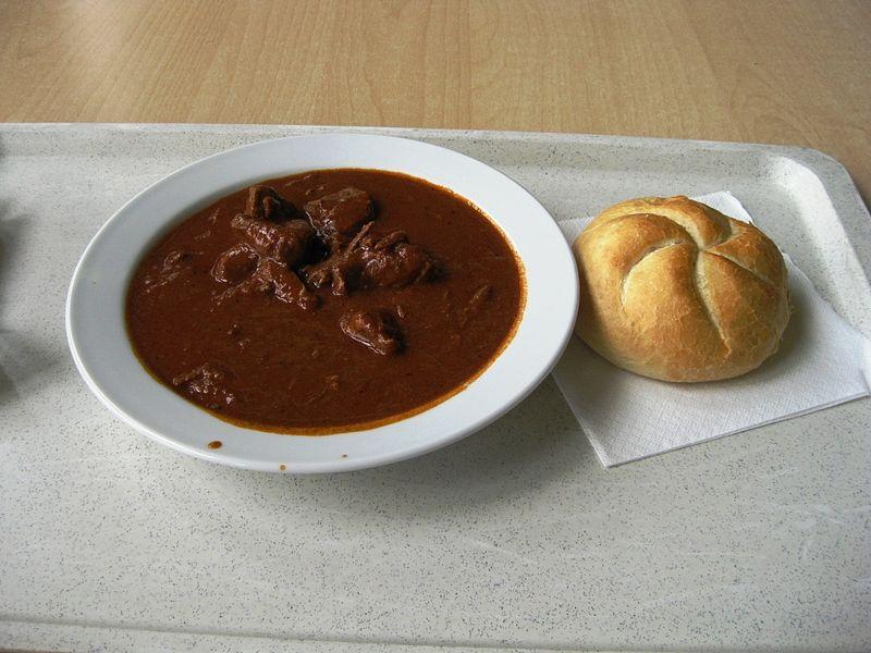 Gulášová polévka recept