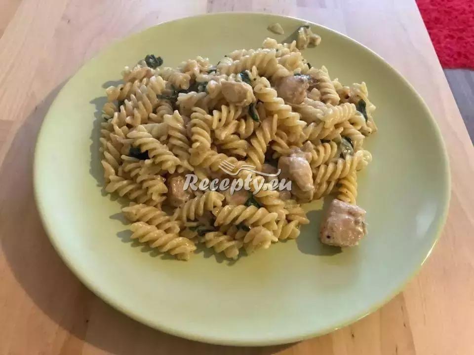Špenátové těstoviny recept  těstoviny