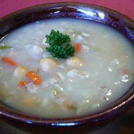 Kroupová polévka s cizrnou recept