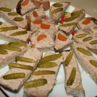 Škvarková pomazánka s okurkou recept