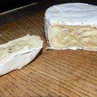Plněný hermelín s ořechy recept