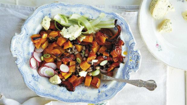Salát s dýní, rajčaty a fazolemi